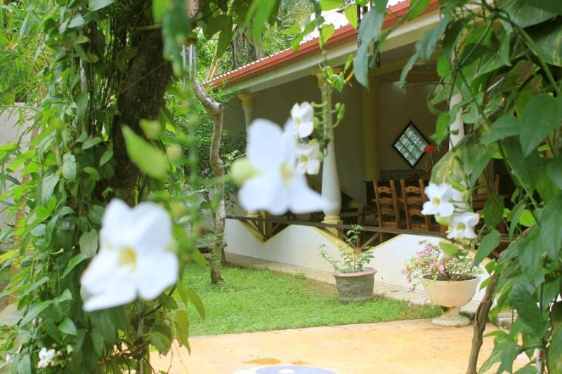 Dionis Villa - Karma apartment, holiday rental in Unawatuna