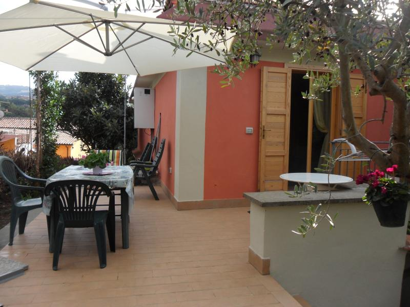 terrazzo esterno per pasti all'aperto e/o solarium della mansarda