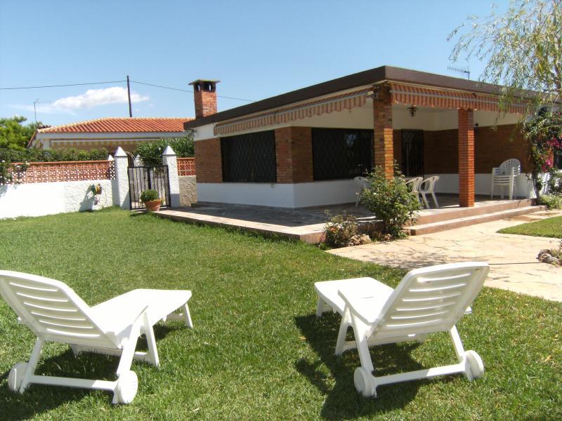VILLA ROSA 300 M. PLAYA 6 PERSONAS, holiday rental in Alcanar