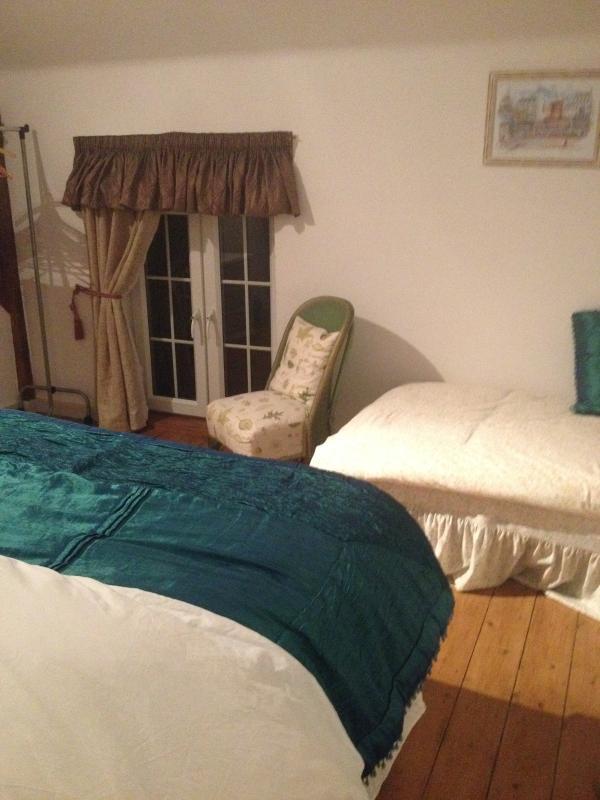 Camera da letto matrimoniale e letto singolo