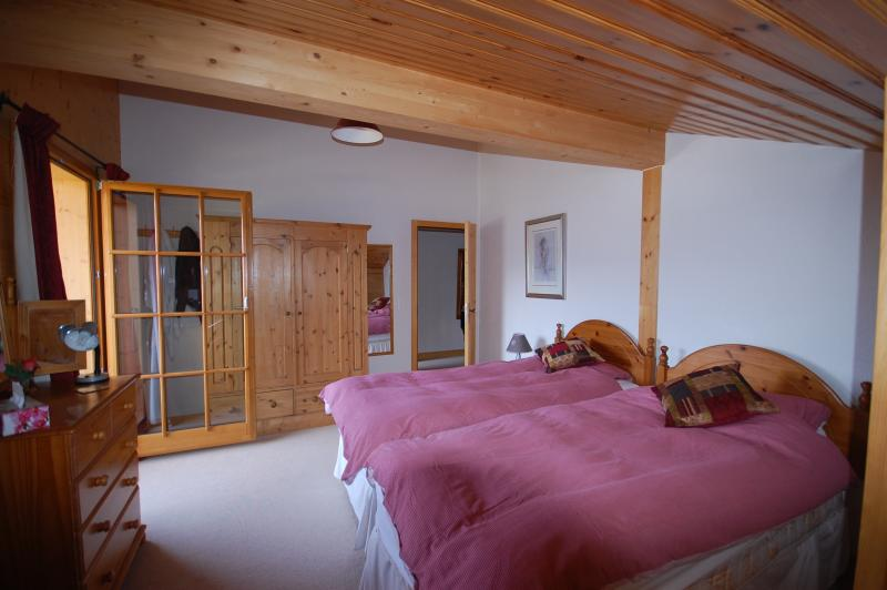 En-suite bedroom with single beds and balcony