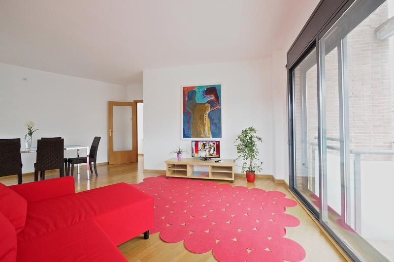 New & Sunny Apartment, holiday rental in Barcelona