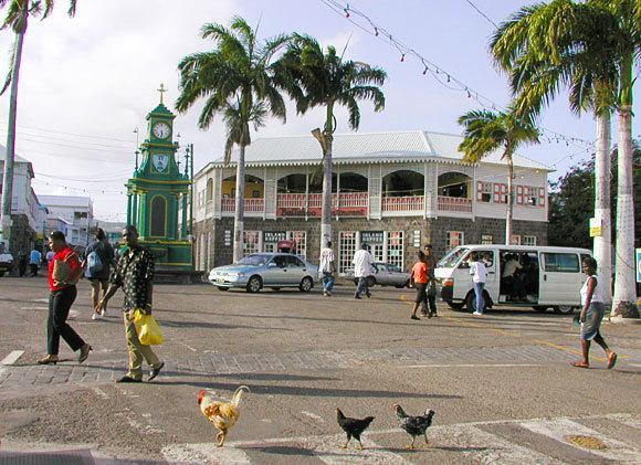 Bela Basseterre. Passe algum tempo fazendo compras em Port Zante lojas duty free e passeios turísticos pela cidade.