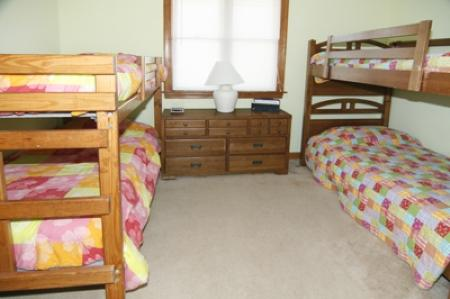 Bedroom 5 with 2 sets of bunk beds