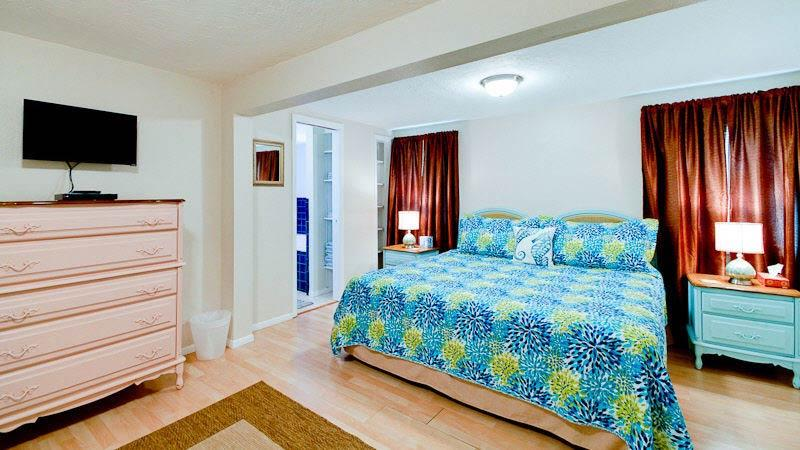 Bedroom 1/Master | King Bed