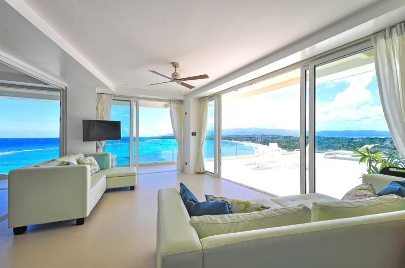 Spectacular Ocean View Private Penthouse!, casa vacanza a Malay