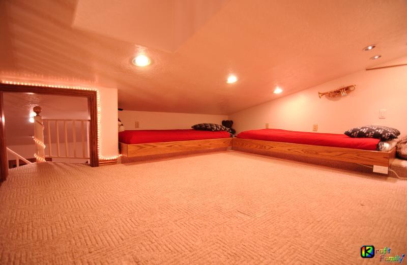 Loft #1 de paquete opcional triple infantiles loft.  2 camas gemelas.