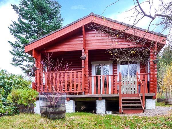 ROWAN LODGE, spacious, ground floor log cabin, WiFi, great base for walking, Ferienwohnung in Strathpeffer
