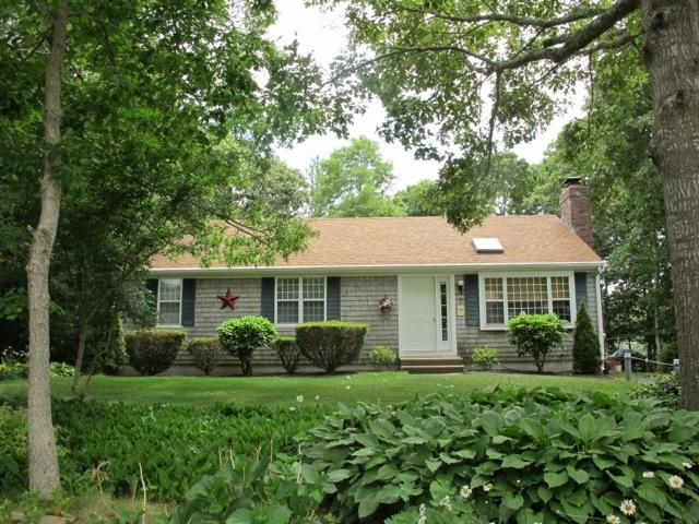 CLOSE TO BEACH with BEACH PASS!! 124108, holiday rental in Hyannis