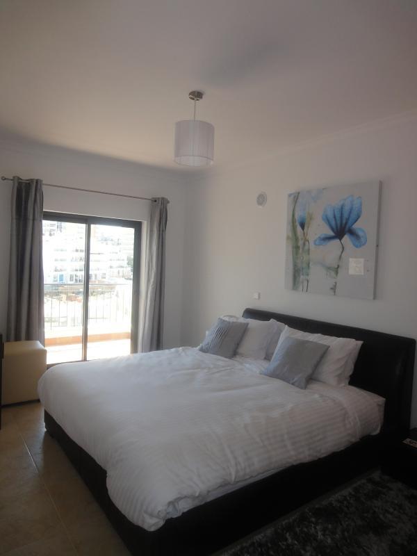 Faro Modern Bedroom Set: Quinta Das Palmeiras 215, , Faro District, 8400, P