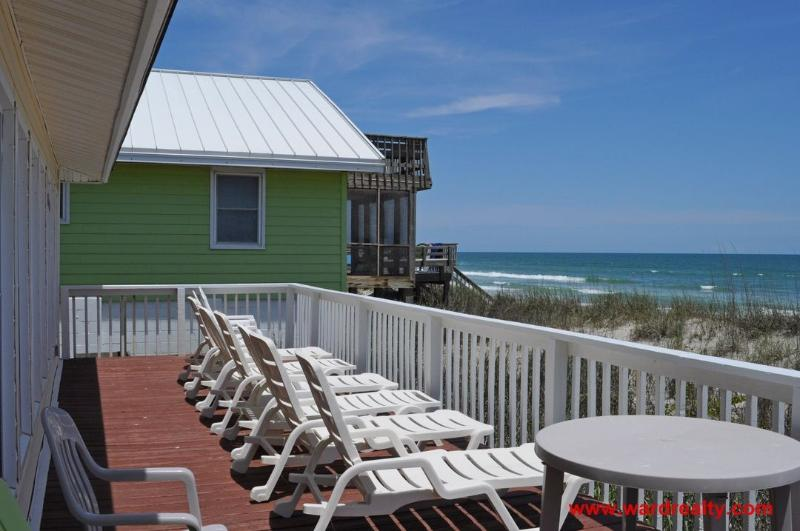 Frente al mar terraza con muebles de exterior