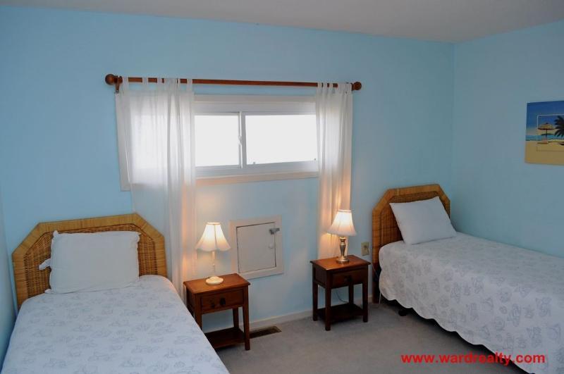 2nd Floor Oceanfront Bedroom w/ 2 Twins