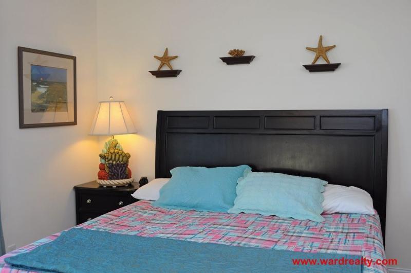1st Floor North King Bedroom