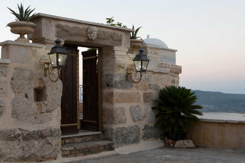 OUtside entrance of Secluded Luxury Traditional Villa Senecio