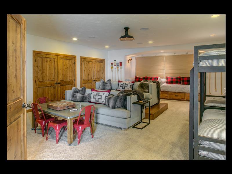 Habitación familiar enorme puede dormir 8 fácilmente y hace 5 dormitorio privado.
