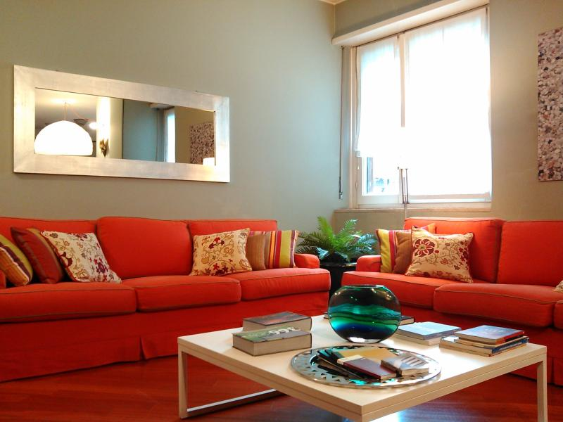 Cosy flat Park Sempione/Cadorna Station free wifi, vacation rental in Novegro