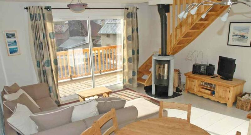 Open Plan Lounge with Wood Burning Stove, WIFI, Stereo, TV-DVD