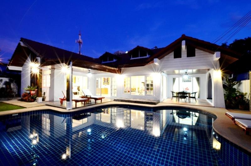 4 bed rooms villa with big private salt water swimming pool.