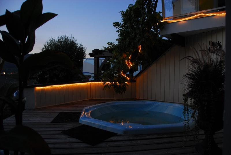 Relax in the hot tub after a day of golfing, cycling or wine tasting.