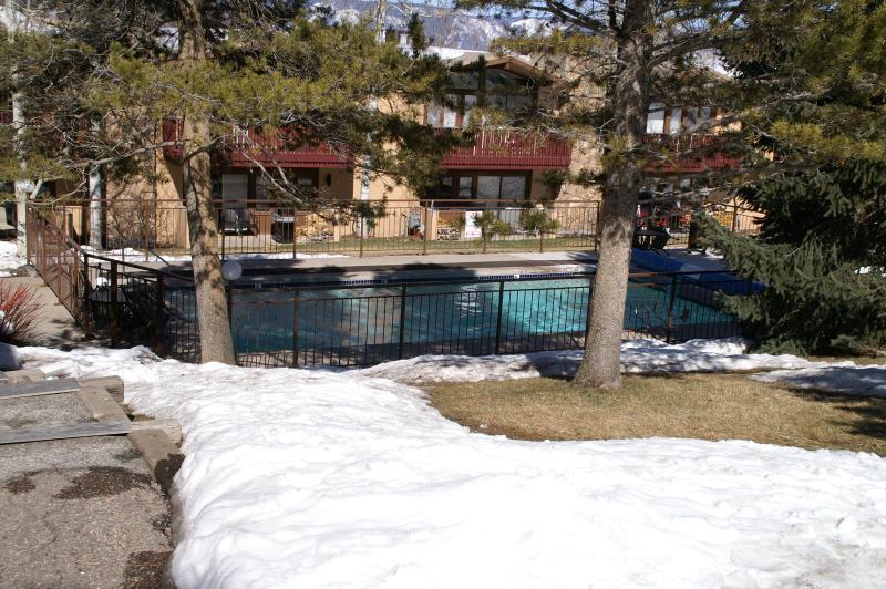 La nostra piscina in comune e vasca idromassaggio.