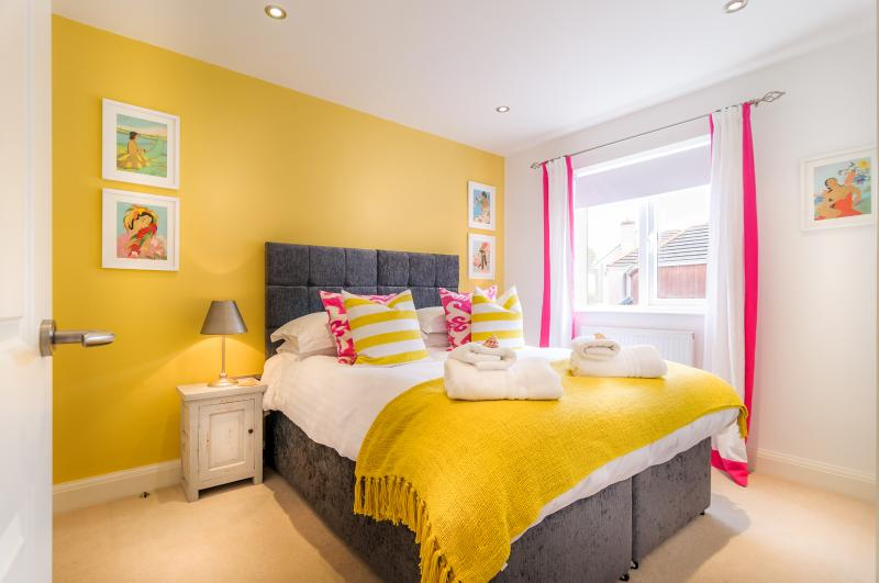 Bedroom 2, Kingsize or 2 single beds