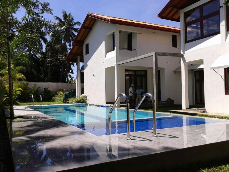 HarrisVilla 5A/C B/R villa with private Pool, casa vacanza a Hikkaduwa