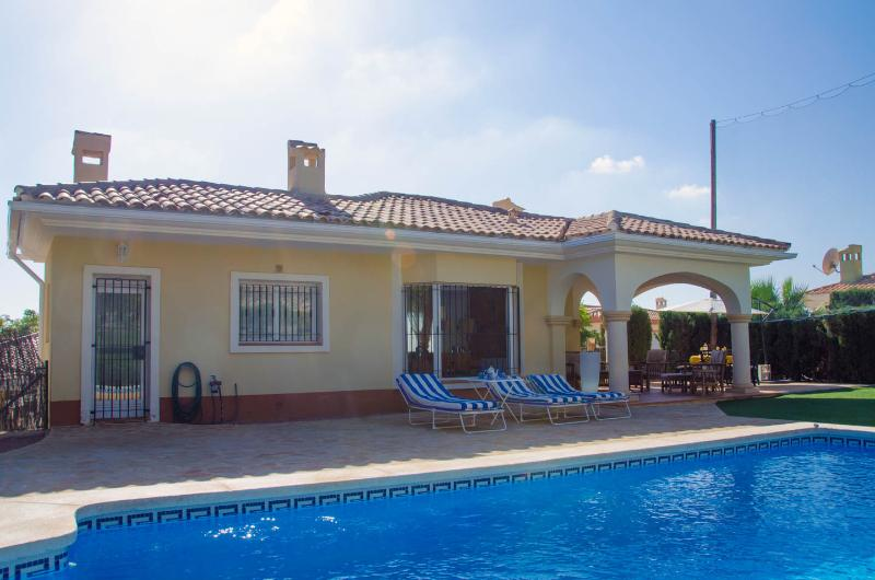 The backgarden with private pool, sunbeds & deckchairs.