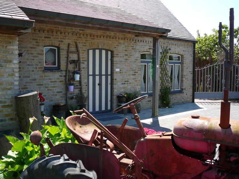 The-old-tractor te Brugge Oedelem  Holiday home , with large ,, Free '' private parking