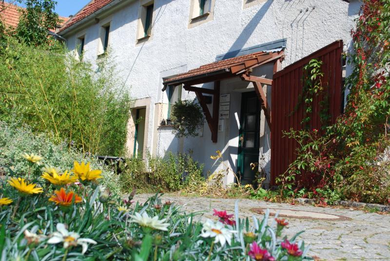 Grüne Idylle im Dresdener Süden :-), vacation rental in Dresden