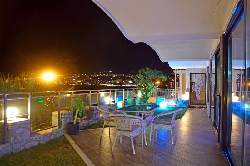 Luxury Amazing Sea View Apartment Kusadasi, location de vacances à Ozdere