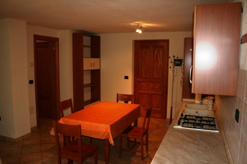 Monolocale in villaggio di montagna, holiday rental in Vollon di Brusson