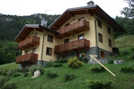 Bilocale con ampio terrazzo giardino DOG FRIENDLY, vacation rental in Issime
