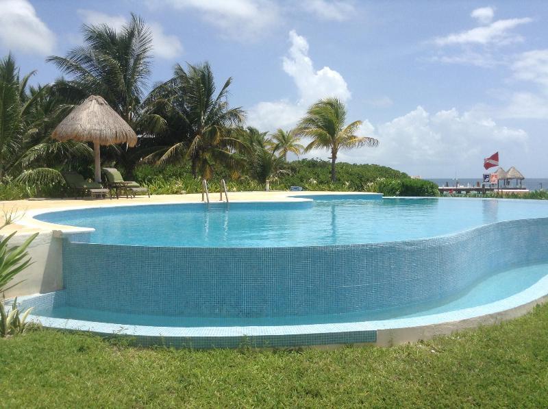 infinity side of pool like a waterfall effect very beautiful peaceful