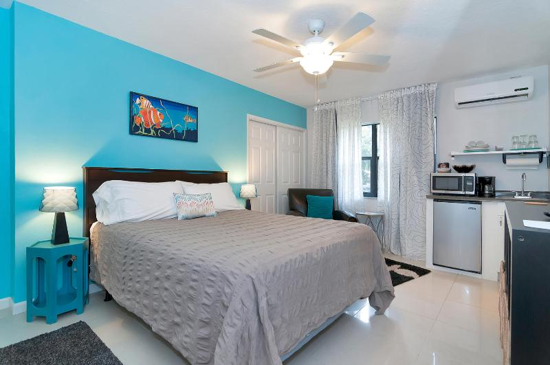 Audrey Place Unit 2 efficiency apt  Wilton Manors, holiday rental in Wilton Manors