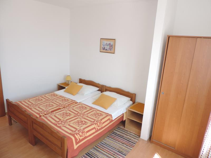 sleeping room, duble bed