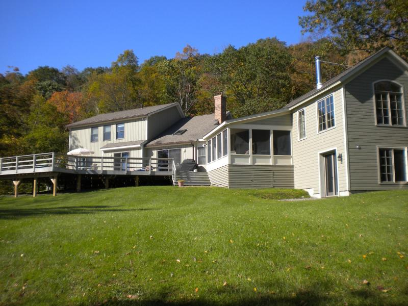 Total Privacy! Tanglewood Retreat With Berkshire Views!, casa vacanza a Craryville