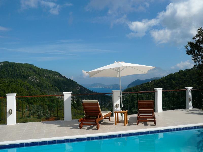 Majestueuse vue mer et montagne - Villa de campagne de Sendoukia.