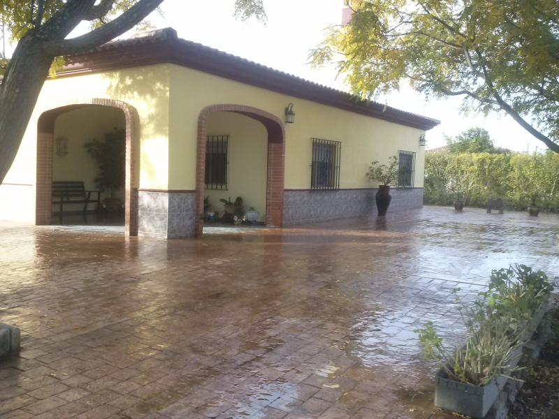 Alojamiento Rural Villasol Sevilla (Lora del Río), holiday rental in Olivares