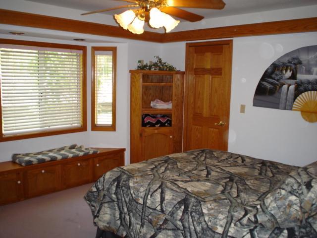 Guest Bedroom to walk-in