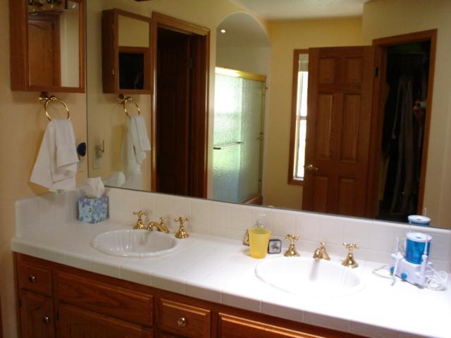 2nd bathroom atch to Guest + Mstr Bdrm