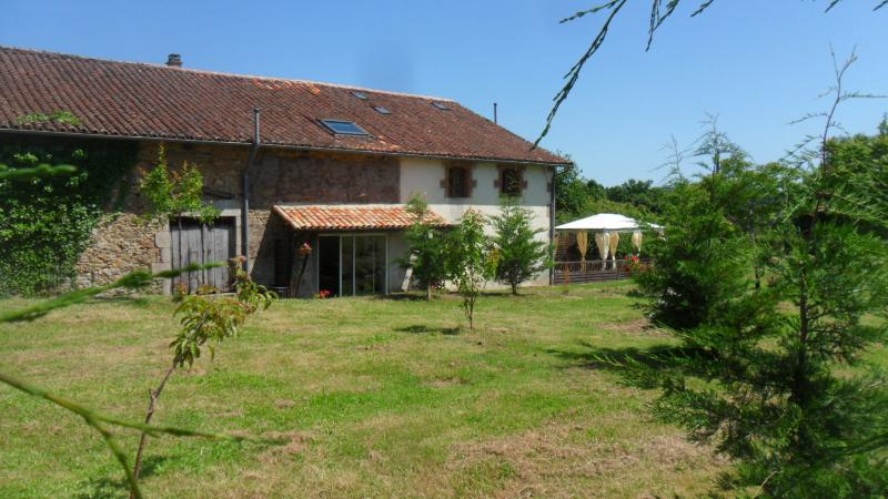 Vallee des Chenes Chambre d'hotes, holiday rental in Blond