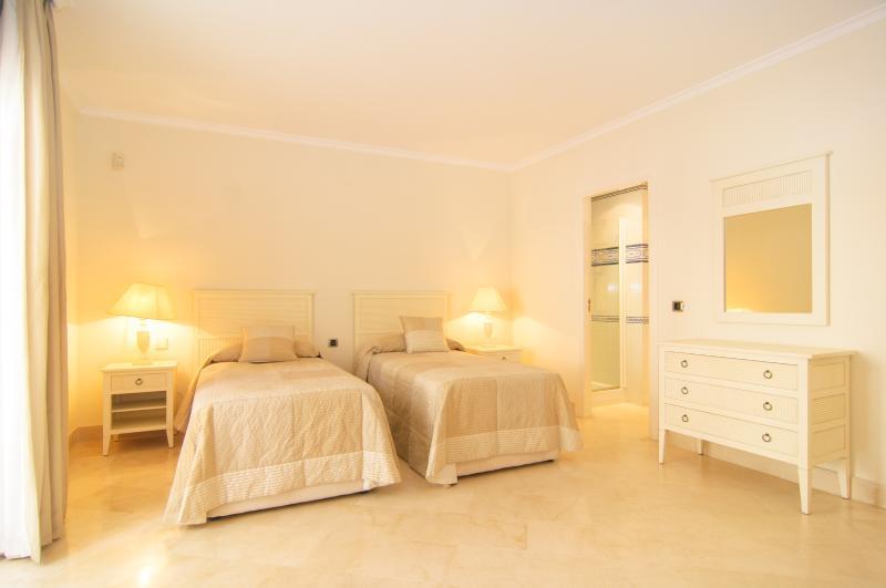 Bedroom with fully equipped en suite bathroom