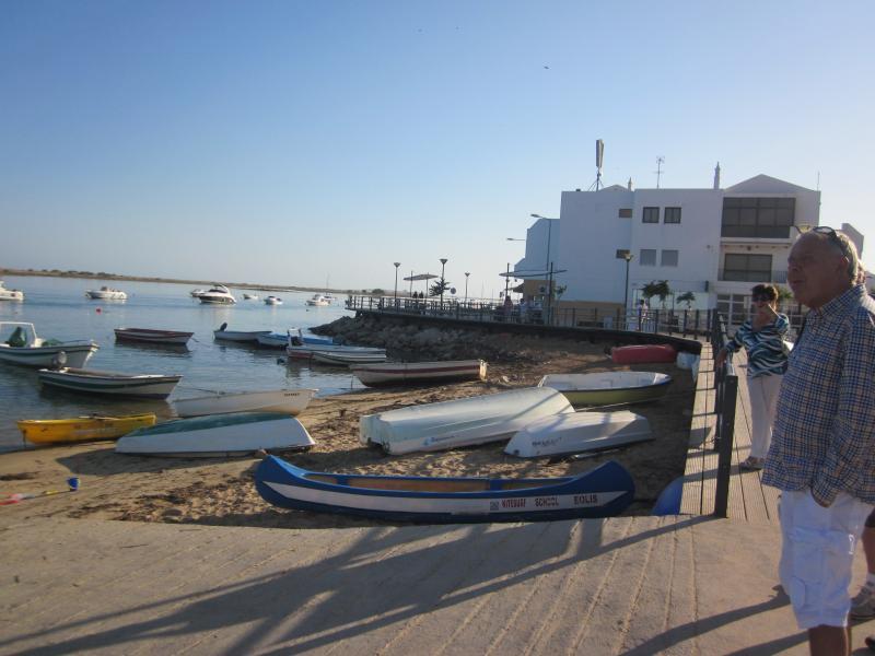 Um dos lugares foram você pode pegar o barco para ir a praia em 2 minutos