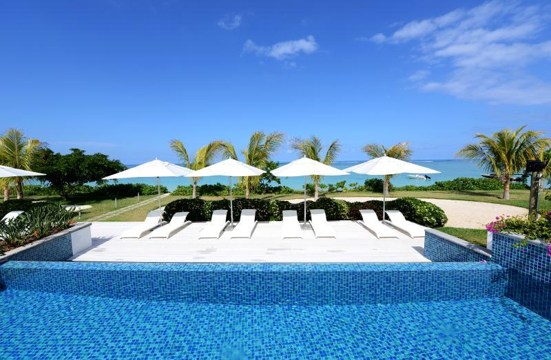 The main pool near the sea