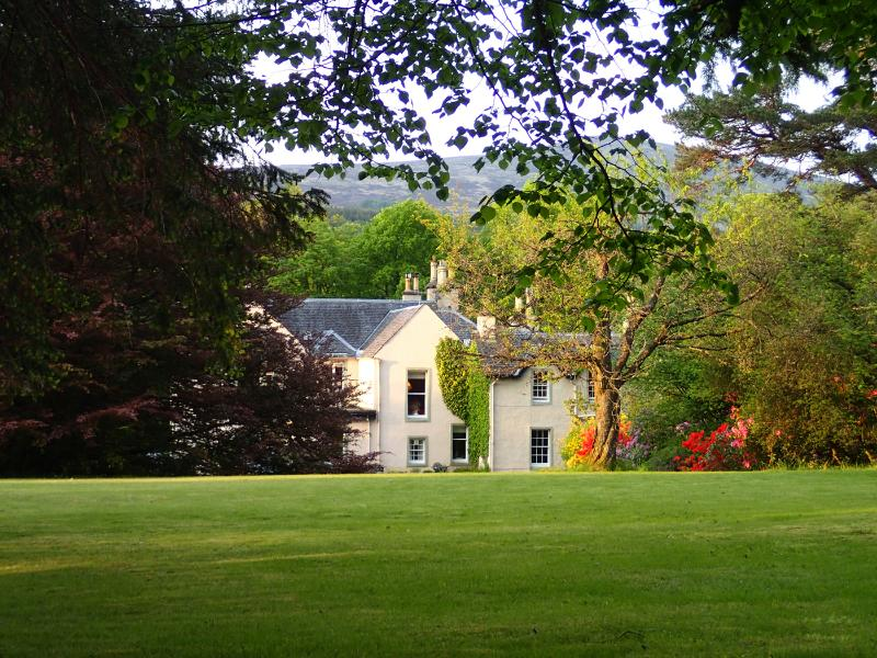 Spean Lodge Country House si trova in 2 acri di terreno boscoso sopra il fiume Spean