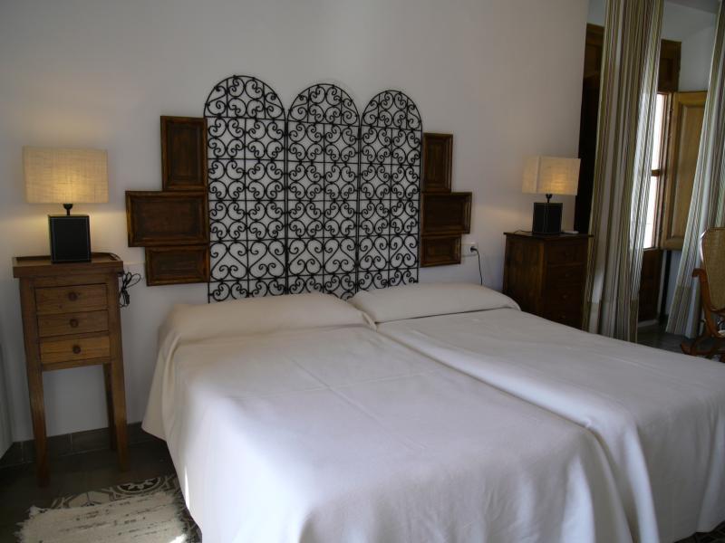 Apartamento LA SALA (luminoso con 2 balcones), vacation rental in Huescar