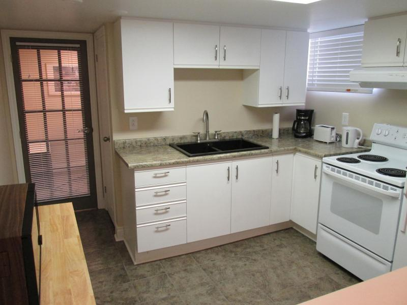 Fully equipped kitchen, with dishes, utensils, and cookware