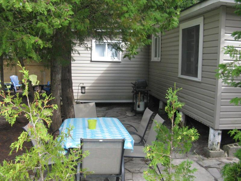 Outside eating area & side view of the cottage