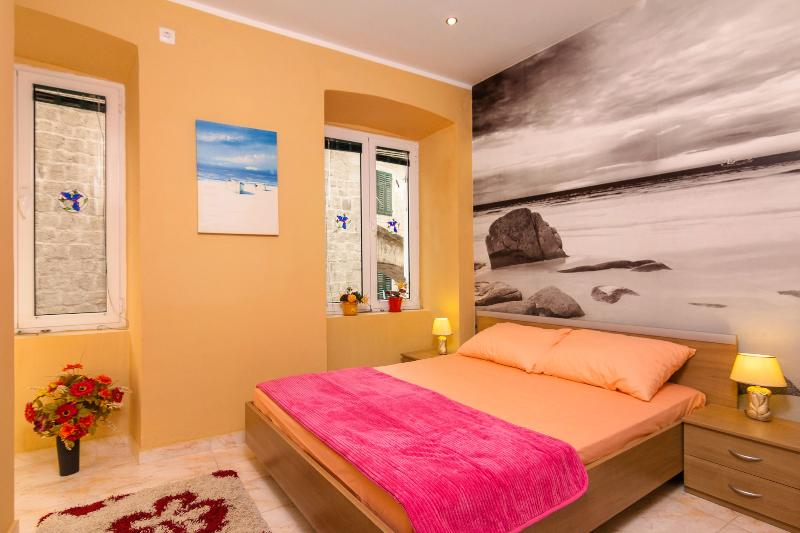 Emerald apartment, Kotor old town, holiday rental in Kotor