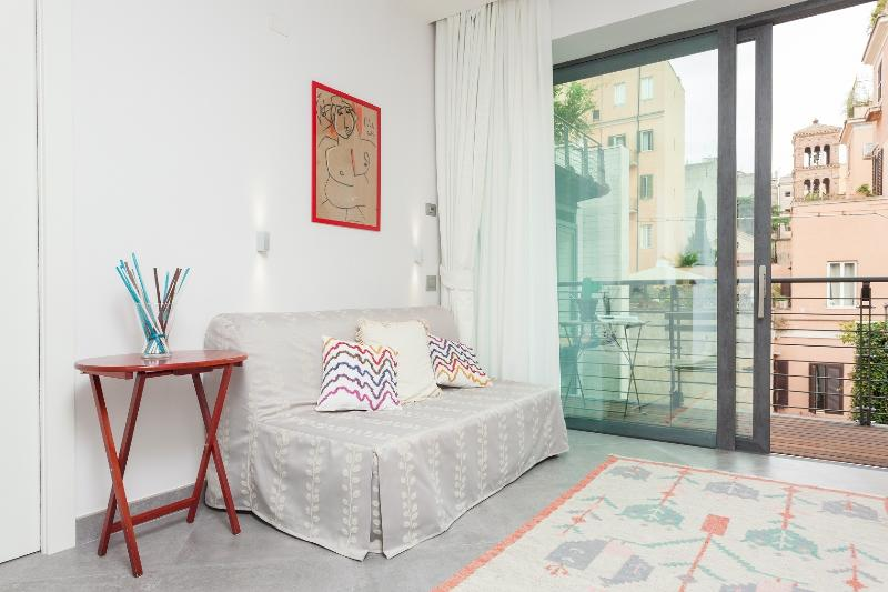 LUXURY apt with balcony near COLOSSEO in Rome. Air-cond and wi-fi free of charge